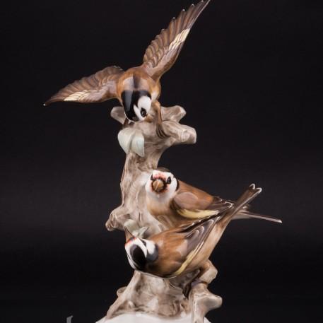 Фарфоровая статуэтка птиц Три щегла на дереве, Hutschenreuther, Германия, 1938-55 гг.