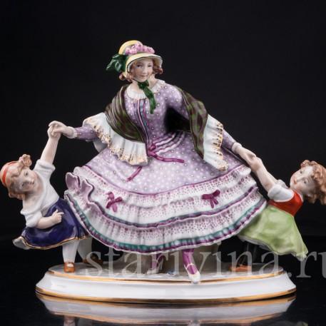 Фарфорвая статуэтка Девушка с двумя девочками, Дрезден, Германия, нач. 20 в.