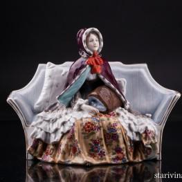 Девушка в манто на диване, Дрезден, Германия, нач. 20 в